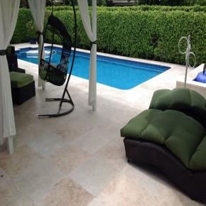 Dalle Roca, pierre naturelle travertin 60 x 40 vieilli pour terrasse piscine